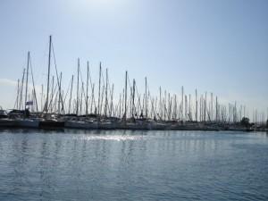 Kalamaki Marina Athene, BQ Yachting - zeilen in de zon